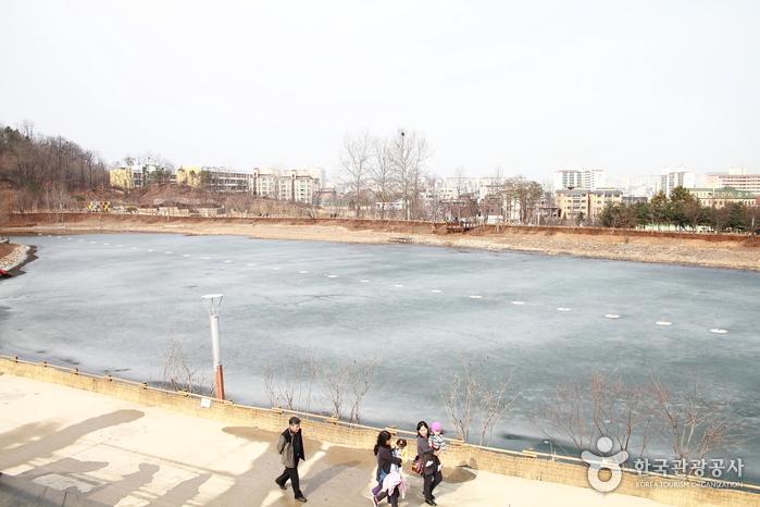 Seoseoul Lake Park (서서울호수공원)