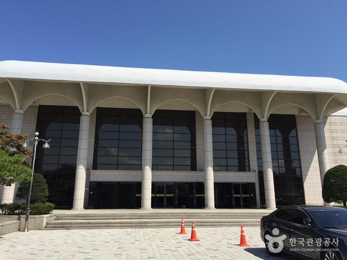 Chuncheon Culture & Art Center (춘천문화예술회관)