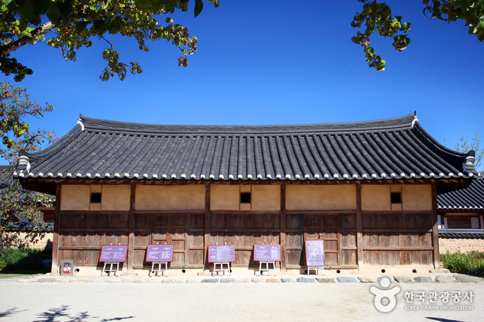 Gyeongju Gyochon Traditional Village (경주 교촌마을)