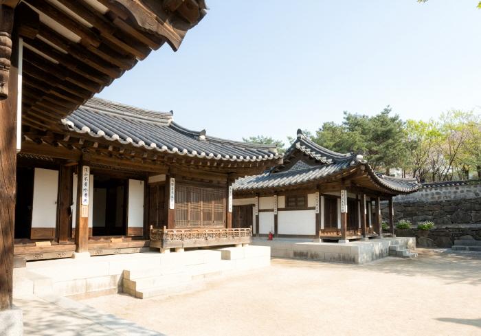Namsangol Hanok Village (남산골한옥마을)