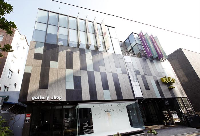 Korean Craft & Design Foundation Gallery Shop (KCDF 갤러리숍)