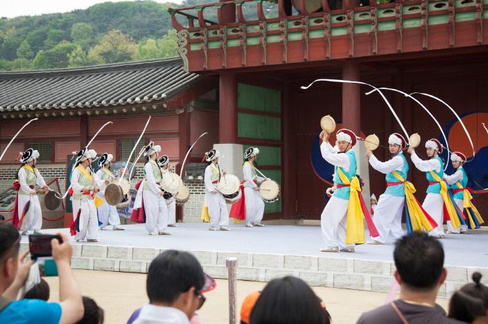 華城行宮 土曜常設公演(화성행궁 토요상설공연)