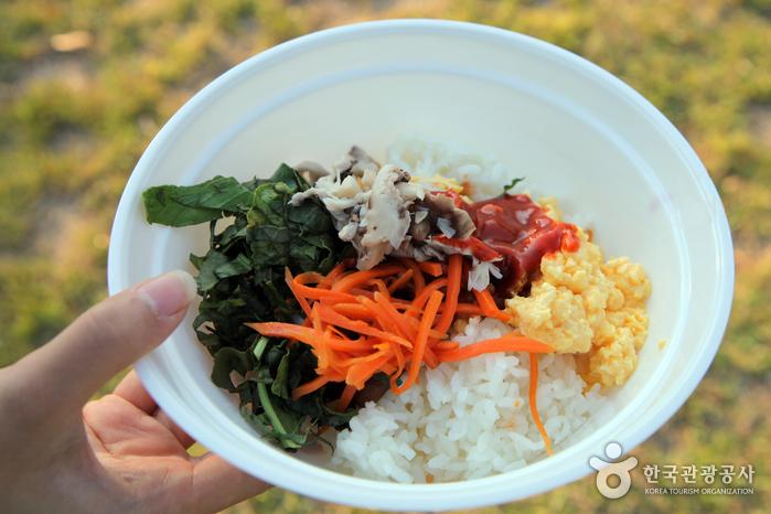 단출해 보여도 맛 좋은 구름마을표 비빔밥