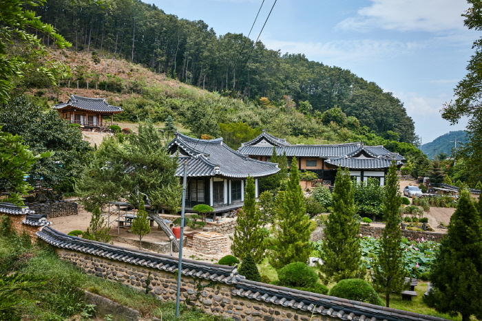 Goseongissi Tapdongpa Jongtaek (Gosoeng Lee Head Family Estate)(법흥동 고성이씨탑동파종택)