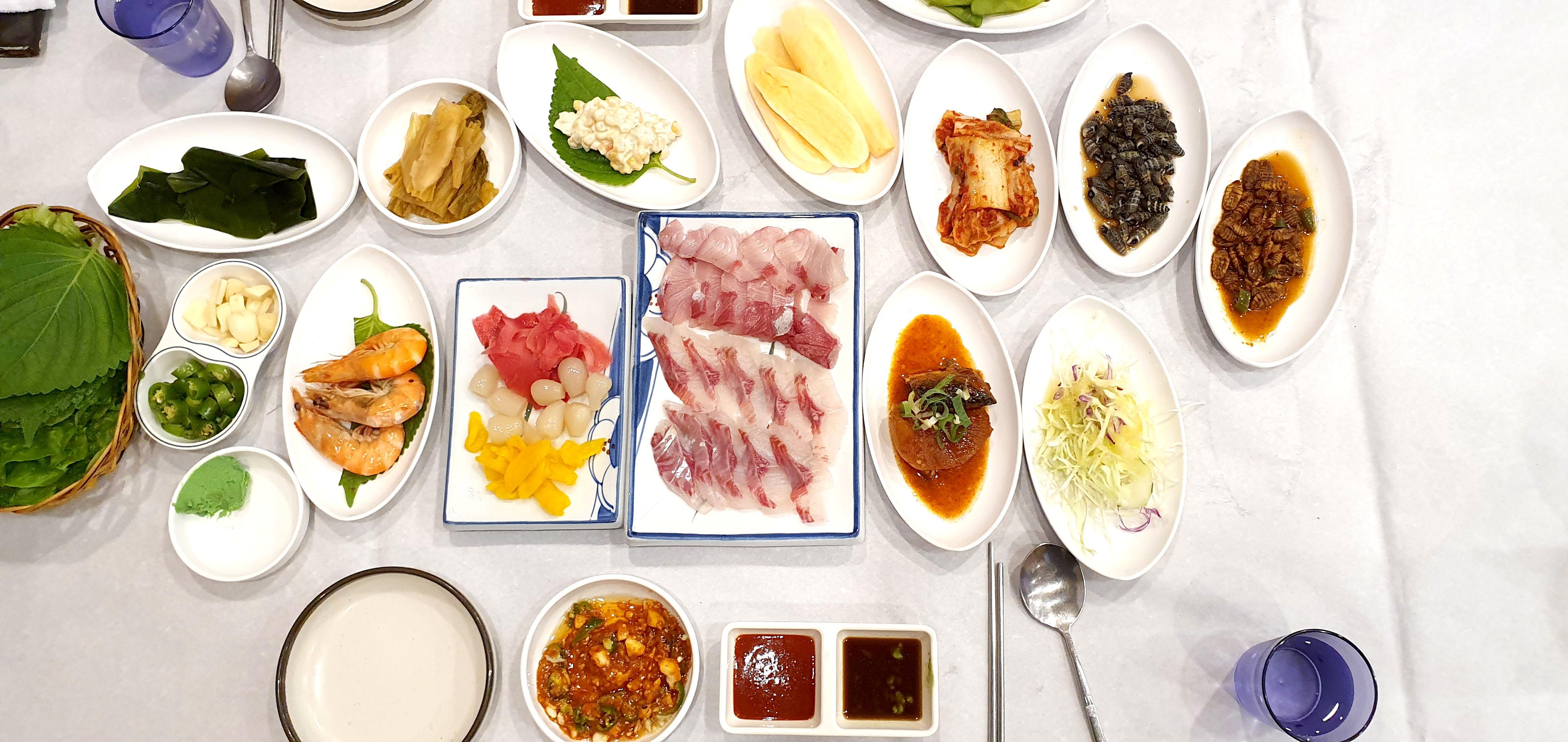 Sewoogo tish sashimi(세우고 횟집)