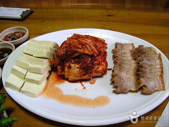 초가집순두부보리밥