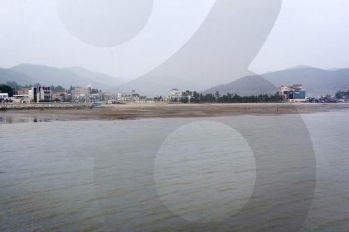 Пляж Юльпхо и бассейн с морской водой (율포솔밭해변 및 해수풀장)