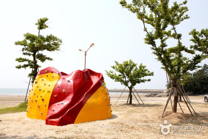 Gamami Beach (가마미해수욕장)