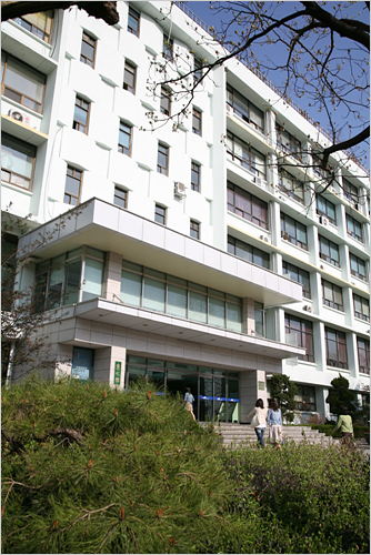 Dongguk University Institute of International Education (동국대학교 한국어교육센터)