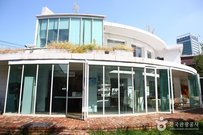 Yoon's Color (Formerly, Four Seasons House) (윤스칼라 (구, 포시즌 하우스))