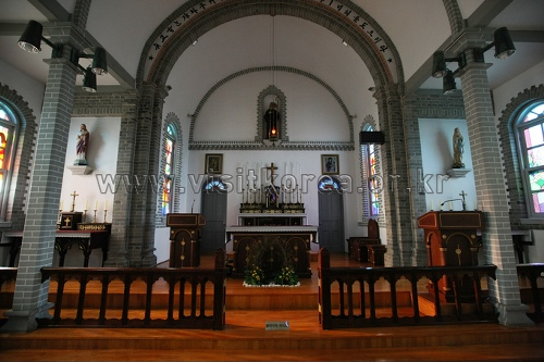 Gongseri Catholic Church (공세리성당)
