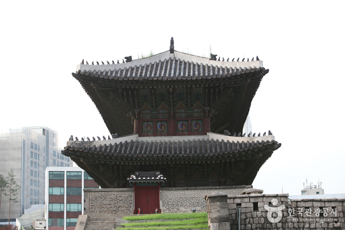 Dongdaemun Gate (Heunginjimun Gate) ( - ) 