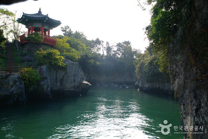 Yongyeon Pond (용연)