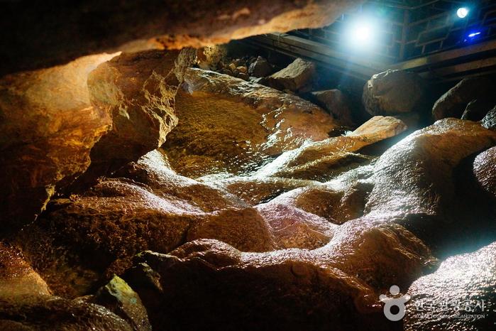 Daegeumgul Cave - Daei-ri Cave Area (대금굴 (대이리 동굴지대))