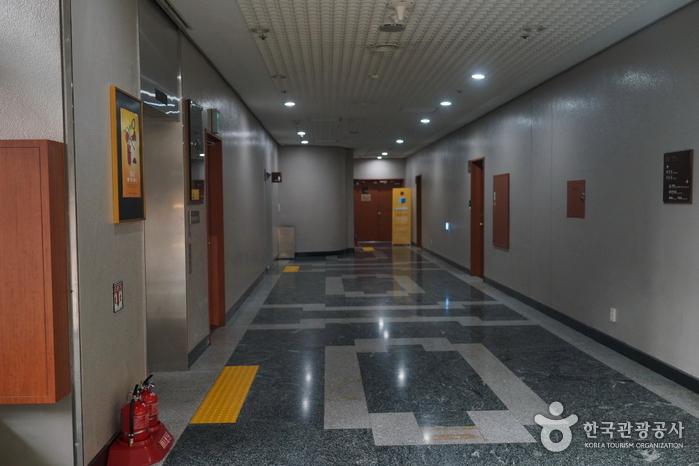 Культурный центр Сечжон (세종문화회관)26