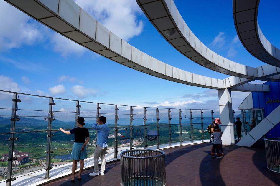 알펜시아 스키점프센터 꼭대기에 있는 전망대
