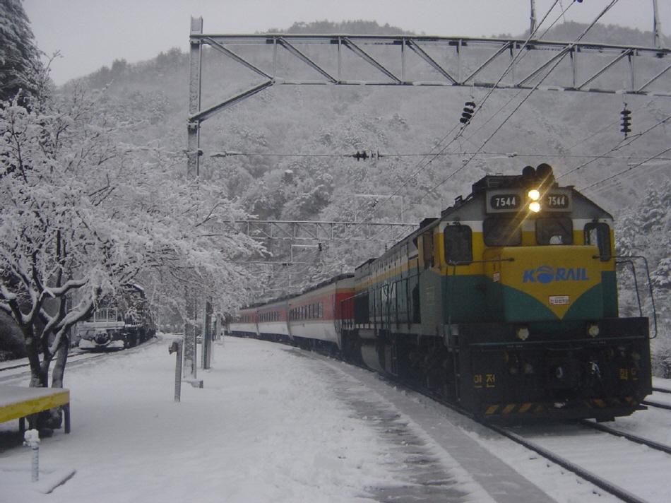 한겨울이면 서울역에서 승부역까지 '환상선 눈꽃열차'가 운행한다