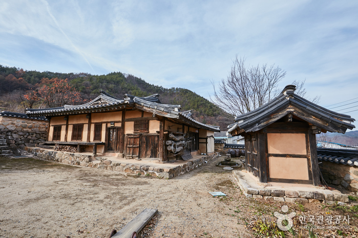The Seongcheondaek House (주왕산 성천댁)