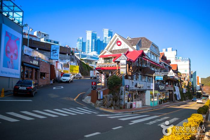 海雲臺迎月路(해운대 달맞이길)