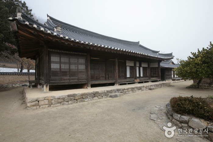 Songso House (송소고택)