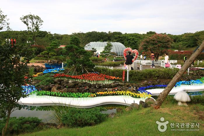 Jeju Glass Castle (제주유리의성)