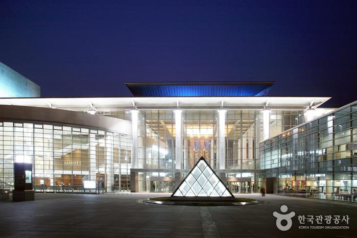 Centre artistique et sportif de Gimhae (김해문화의전당)
