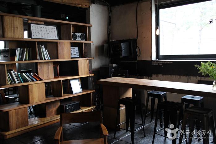 Hapjeong-dong Café Street (합정동 카페거리)