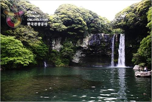 Cheonjiyeon Falls (천...