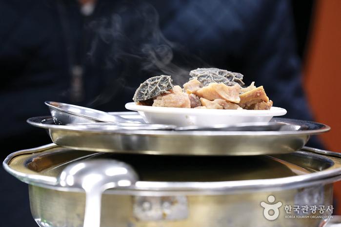 장호왕곱창을 찾는 손님들은 대부분 김치찌개를 주문할 때 '짤라'를 함께 시킨다