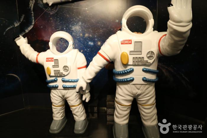 2층 스페이스 랩 - 우주인 모형