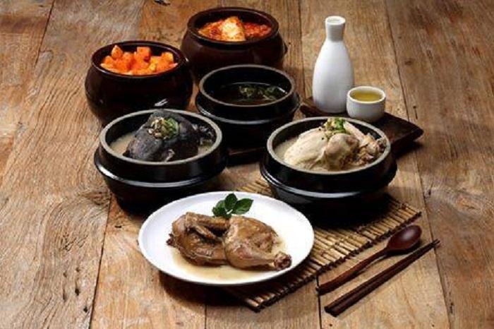 土俗村參雞湯( 토속촌삼계탕 )