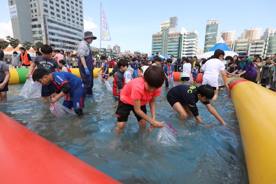 Рыбный фестиваль Кваналли Обан в Пусане (광안리 어방축제)2