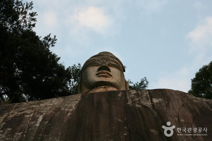 Каменная статуя Будды в районе Ичхон-дон4