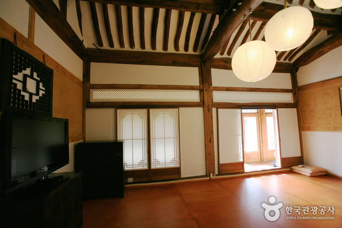 Pungnamheon House (Jeonju Hanok Villagae) (풍남헌-전주한옥마을)