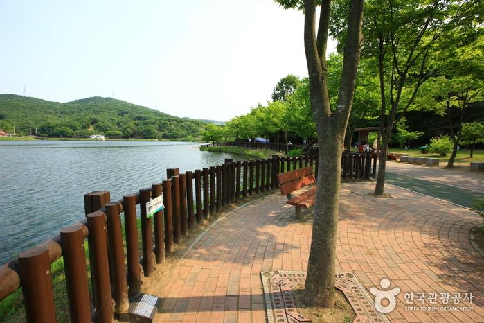 Yuldong Nature Park (율동자연공원)