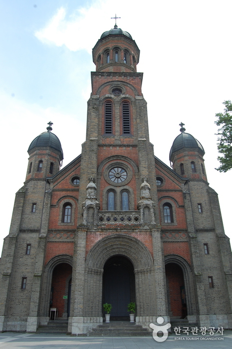 Jeondong Catholic Church (전주전동성당)
