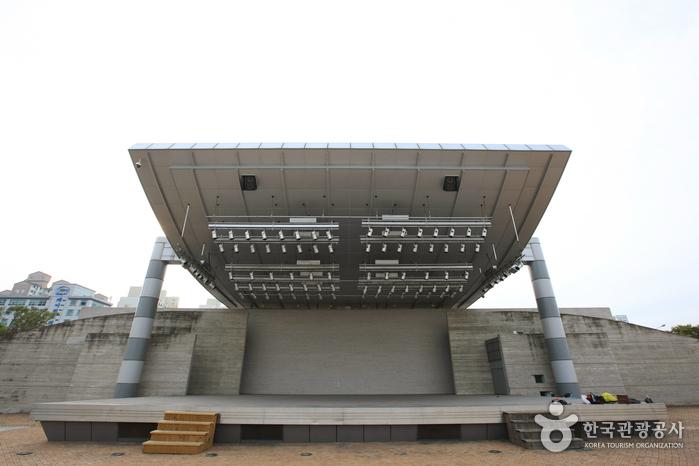 光州市厅文化广场户外音乐堂<br>(광주시청 문화광장 야외음악당)