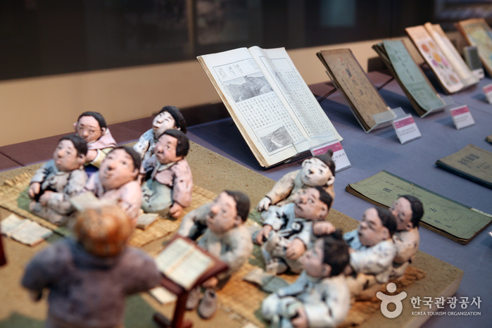 한국 교과서 변천사를 한눈에 '연기 교과서박물관' 사진