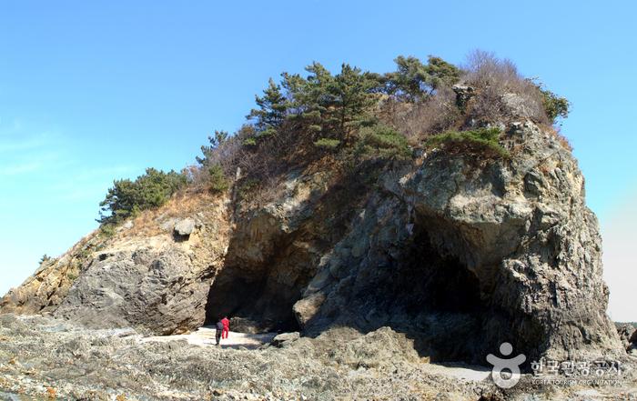 三峰海水浴場(삼봉해수욕장)