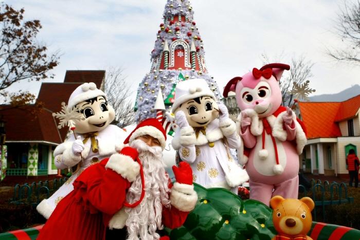 首尔乐园圣诞狂欢节-奔跑派对<br>(서울랜드 크리스마스 페스티발-산타런)