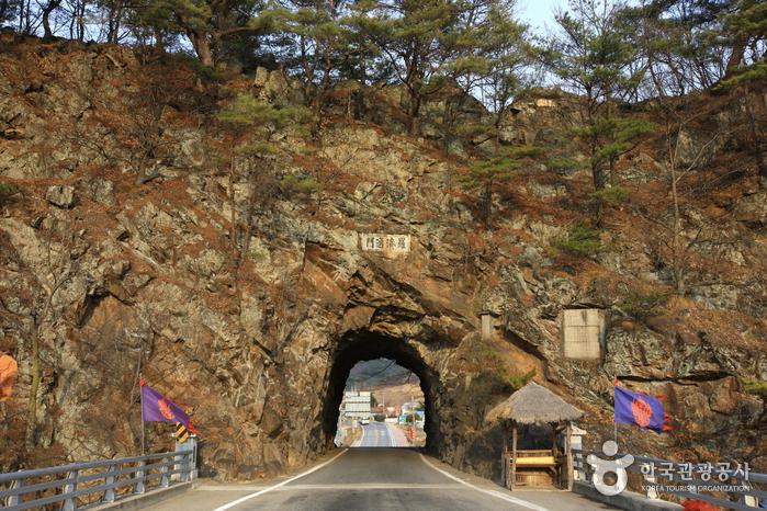 Тоннель в скале Рачжетхонмун (라제통문)4