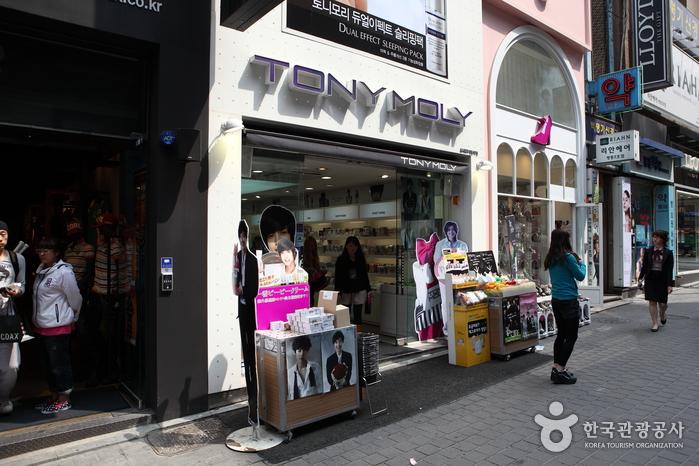 Tonymoly - Myeongdong Branch No.1 (토니모리 - 명동 1호점)