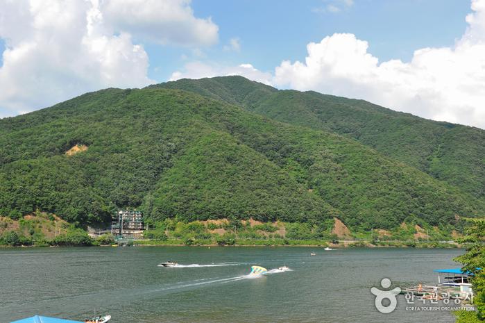清平湖畔(청평호반)
