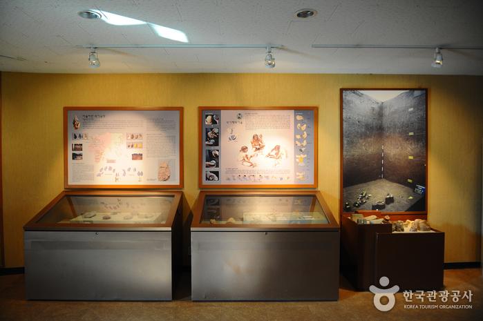 Jeongok-ri Prehistoric Site - Hantangang River Geopark (연천 전곡리 유적-한탄강 국가지질공원)