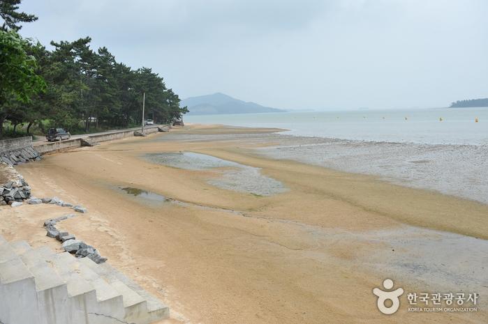 鋸頭海水浴場(톱머리 해수욕장)