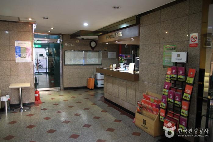 彩虹飯店(레인보우 호텔)