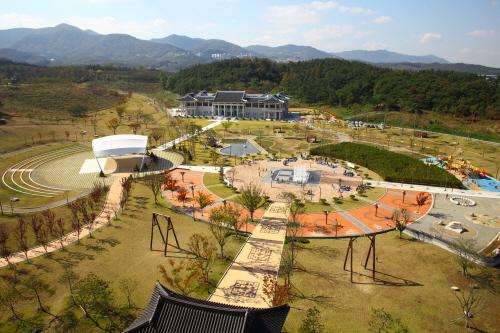 三聖賢歴史文化館(삼성현역사문화관)