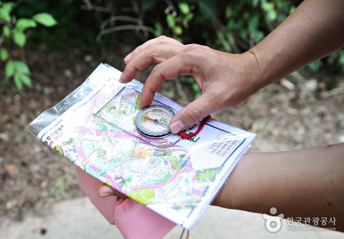 지도랑 나침반으로 목표물을 찾아간다고