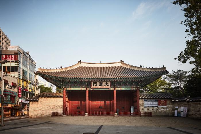 Ворота Тэханмун во дворце Токсугун (덕수궁 대한문)10