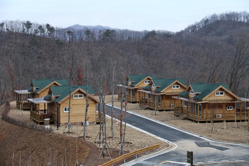 한탄강지질공원 여행할 때 숙박하기 좋은 고대산자연휴양림 숲속의집 전경